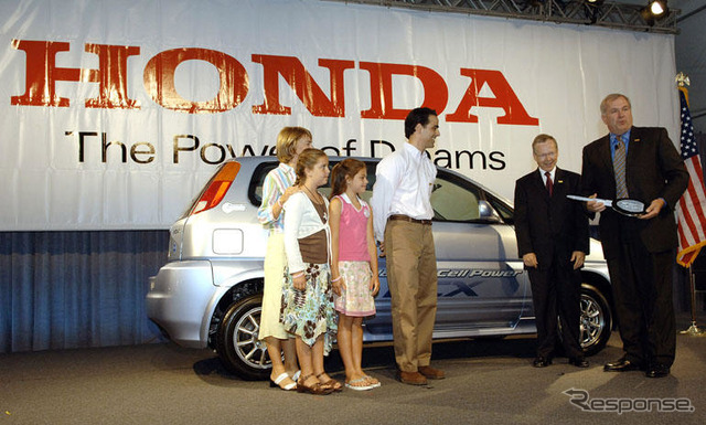 World's first fuel cell vehicle users personal... Honda FCX