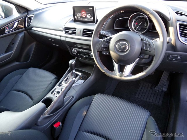 MAZDA3 sport driving seat around It is said aimed at getting more information to concentrate on driving safely, by placing the information zones for each type