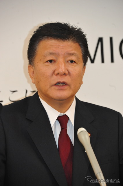 Yoshitaka Shindo Minister answering 'are four-wheeled car only motorcycle car regardless' (-17, Ministry of Internal Affairs )