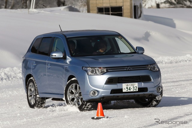 Mitsubishi-Outlander PHEV ice ride