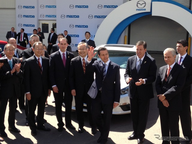 Mexican President Enrique Peña Nieto and Mazda CEO Takashi Yamanouchi before first car produced