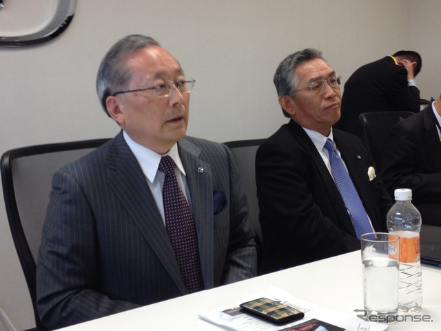 Mazda mountain in the President (left) and egawa Keiji MMVO President (right)