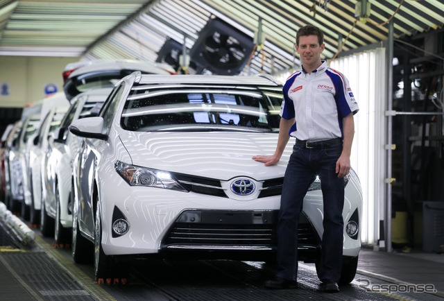 On March 25, Toyota UK announced that racer Anthony Davis bought an Auris Hybrid.