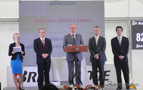 Man from left to right, MC kakiuchi, managing Executive Officer, Governor of Ulyanovsk oblast Sergey Morozov, Bridgestone President COO, West k. said, in Russia Federation Japan Embassy, 道井 Minister