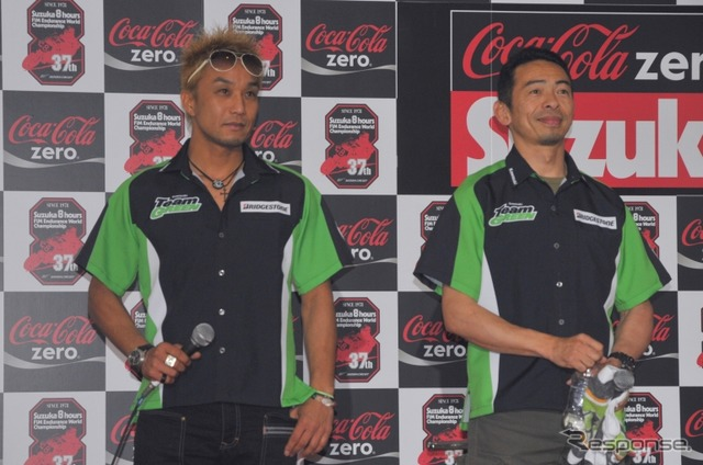 Katsuaki Fujiwara, who is currently running in this season's Asia Road Race (left) and Akira Yanagawa, who is racing in Team Green in the All Japan Road Race Championship (JSB1000)