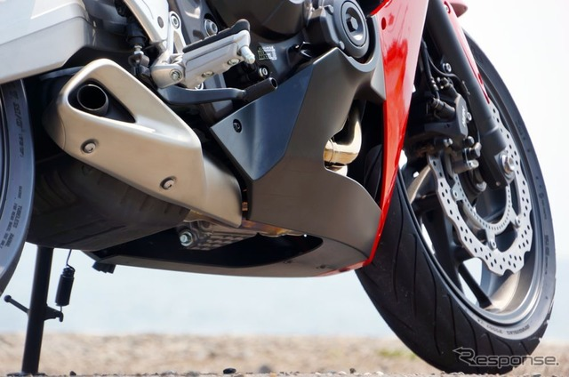 Honda CBR650F Launch: Test drive along Oarai coast shows quiet but strong engine (video)
