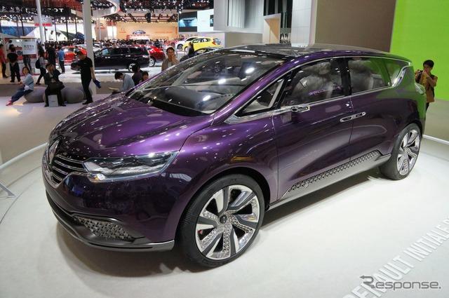 Renault initials Paris (Beijing Motor Show 14)