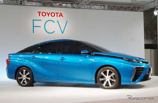 Toyota's Sedan Type New Fuel-Cell Sedan (FCV)