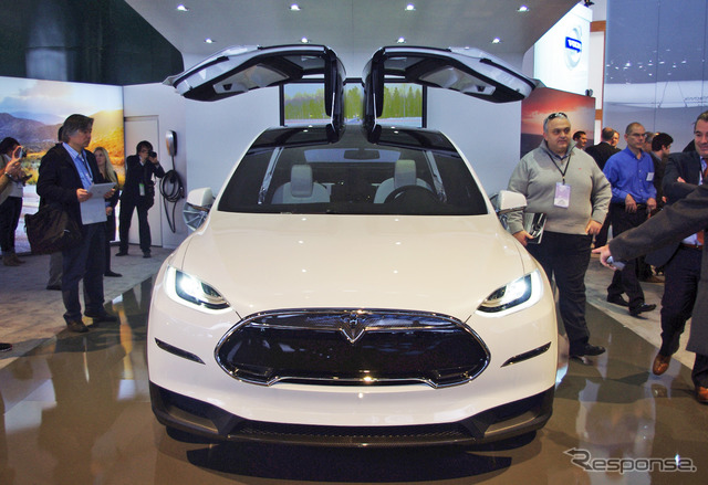 Tesla model X (Detroit Motor Show 13)