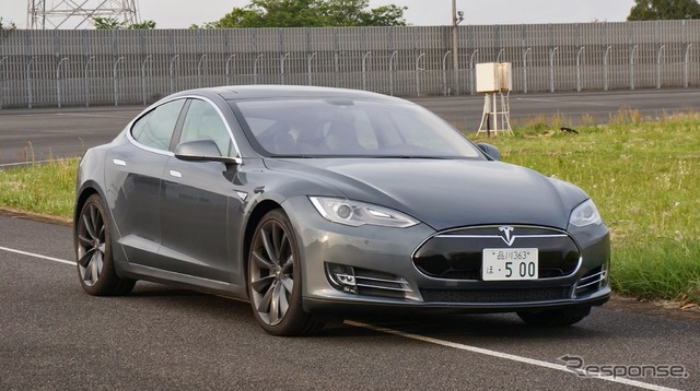 Tesla model S ( photos are left hand drive ver. )