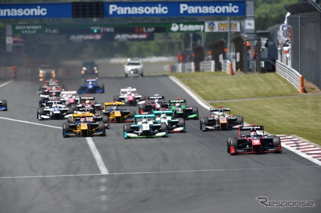 Round 2 of the Super formula, race 1 start scene