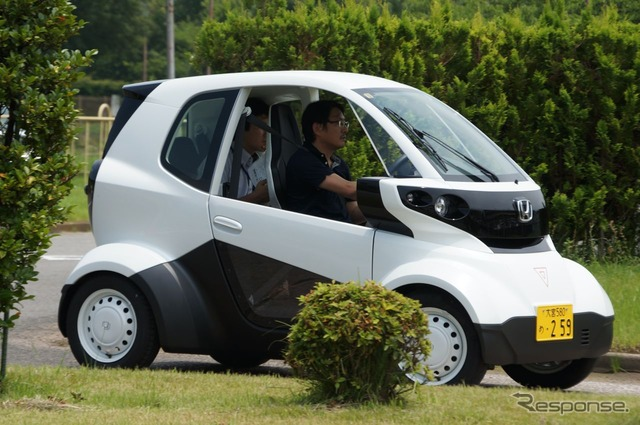 Beginners at Fine Motor School, test drive event of ultra-compact mobility held for paper drivers (July 14)