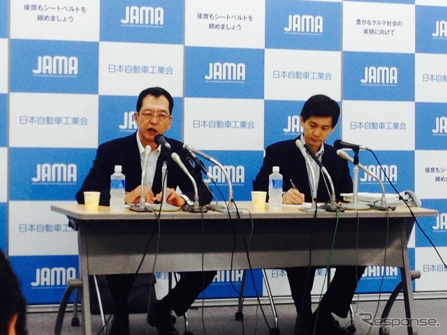Chairman Fumihiko Ike of Japan Automobile Manufacturers Association (left)