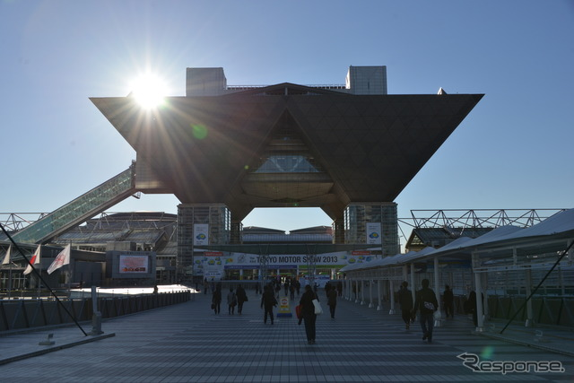 Tokyo Big Sight, venue for the Tokyo Motor Show (photos of 2013 event)