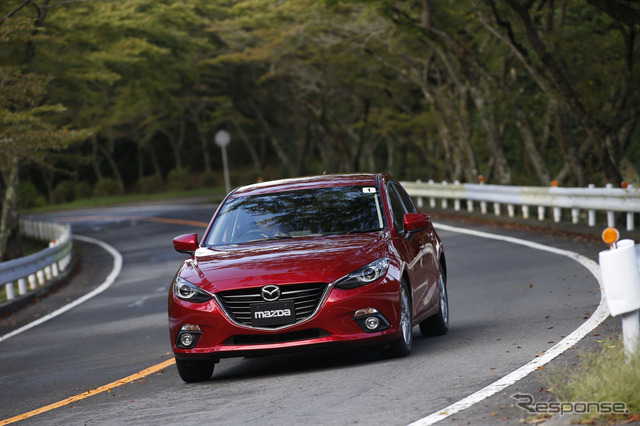 From August 1, Toyo Tires Turnpike will be renamed Mazda Turnpike Hakone. Image shows Mazda Axela on the turnpike.