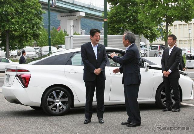 Prime Minister Abe and Toyota Chairman Uchiyamada
