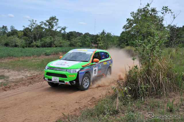 Mitsubishi Outlander PHEV (2014 Asia Cross Country Rally)