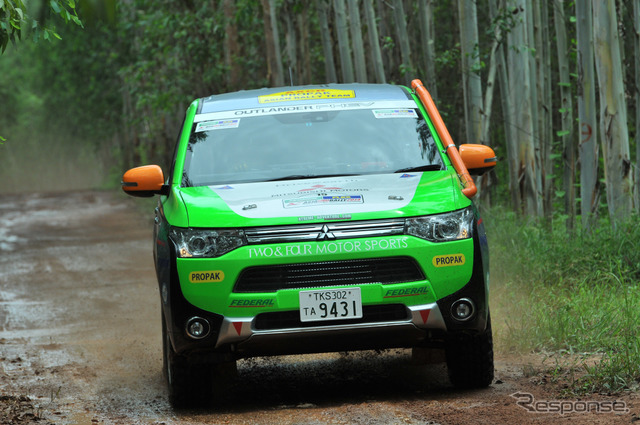 [Asia cross country rally 14] goal, Mitsubishi Outlander PHEV, mud road on stranded without timing out