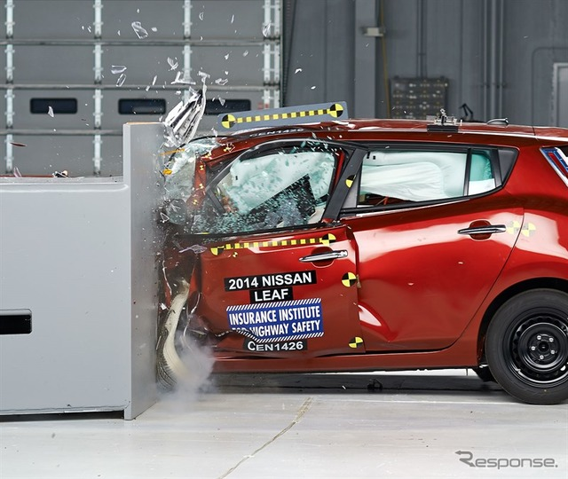America's IIHS small overlap crash test of Nissan Leaf