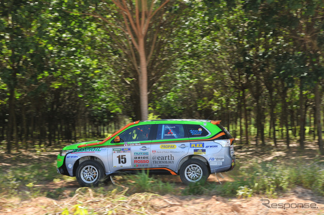 Mitsubishi Outlander PHEV ( Asia cross country rally 2014 )