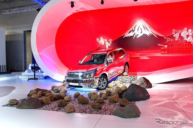Mitsubishi-Outlander PHEV (Moscow Motor Show 14)
