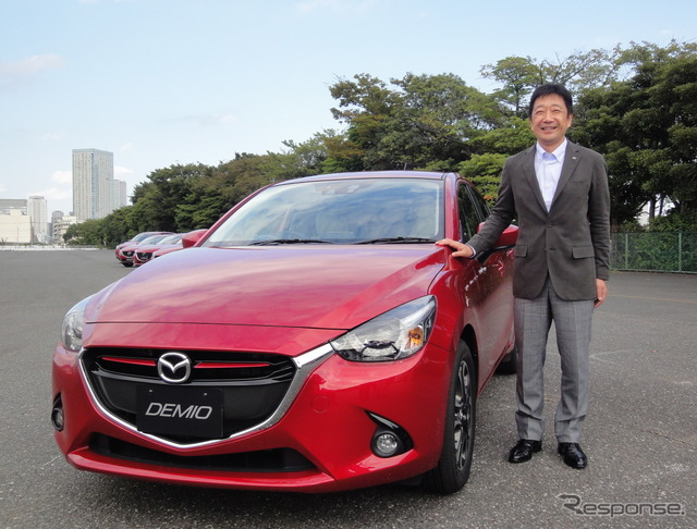 Mazda Demio new product division and DOI step Chair