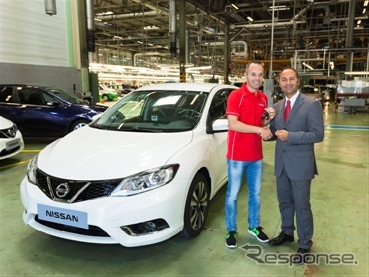 The all-new Nissan Pulsar and Andrés Iniesta of FC Barcelona