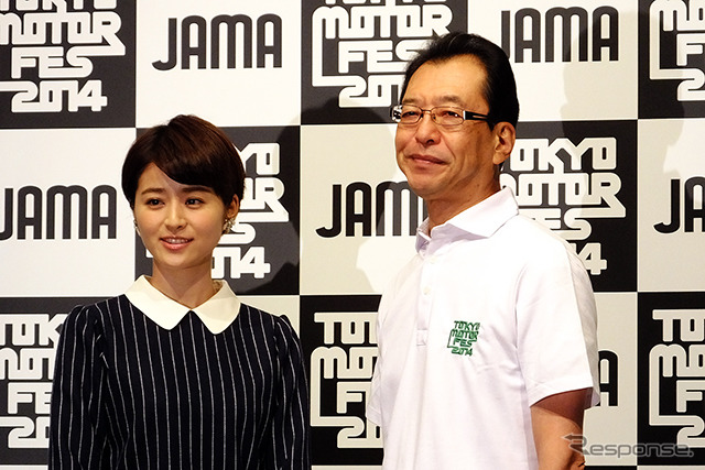 Chinami Suzuki and JAMA chairman Fumihiko Ike