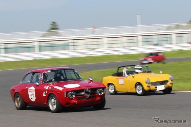 อัลฟาโรเมโอ & จูเลียวิ่ง Veloce (ซ้าย) และ MG Midget (ขวา)