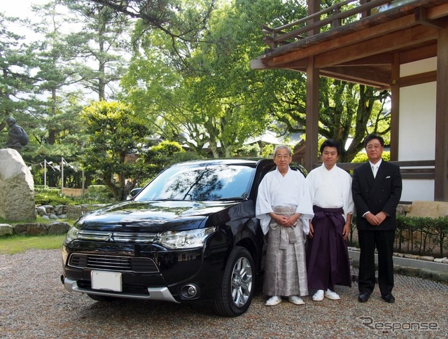 Outlander PHEV will be dedicated for a portrait before officials