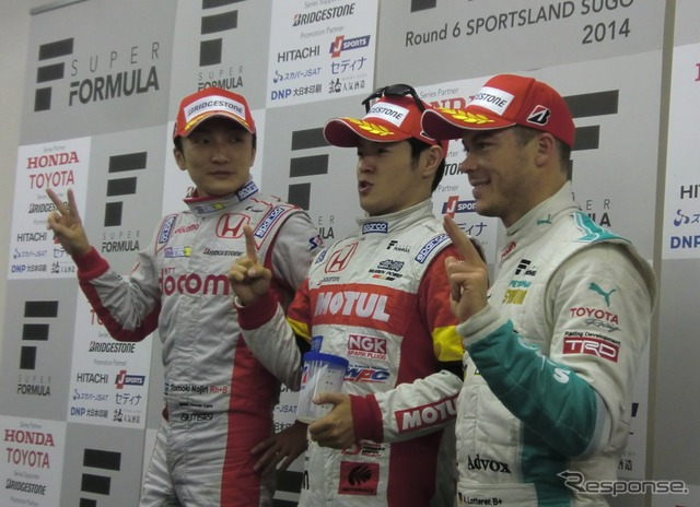 2 qualifying Nojiri, Paul Yamamoto, lotterer third from left Even tall lotterer fit two people next to crouch in the shooting, a hilarious scene