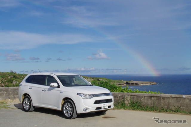 Enjoy Okinawa around the drive, rent a Mitsubishi Outlander PHEV