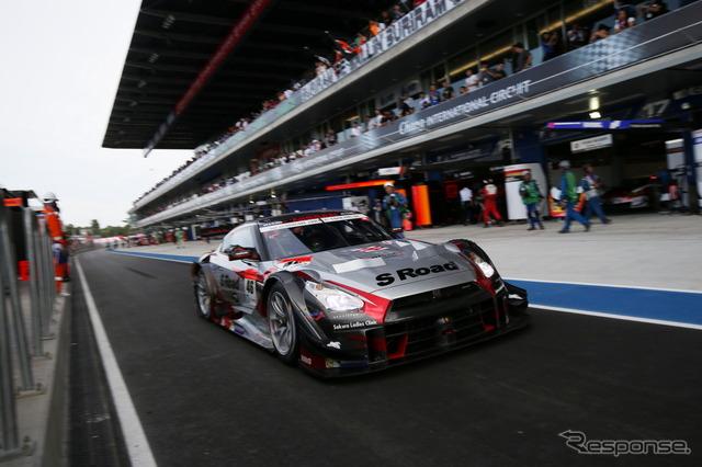 The #46 Nissan GT-R, GT500 pole winner