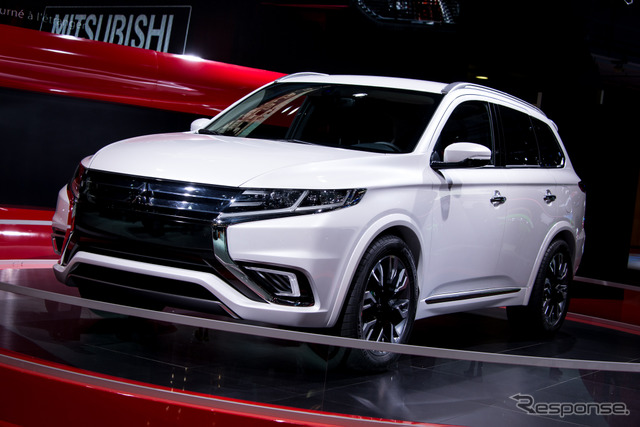 Mitsubishi Outlander PHEV concept - S (14 at the Paris Motor Show)