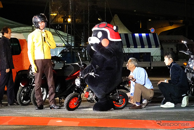 """Appeared in """"CB400SF, Chairman of Honda Motor Co. pond, Fumihiko Winnie Mont also rushed to support"""