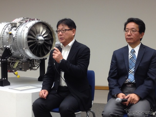 Honda Technical Research Institute in mountain Yoshiki spring President (left)-Jet engine presentation