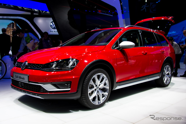 VW Golf-all tracks (14 at the Paris Motor Show)
