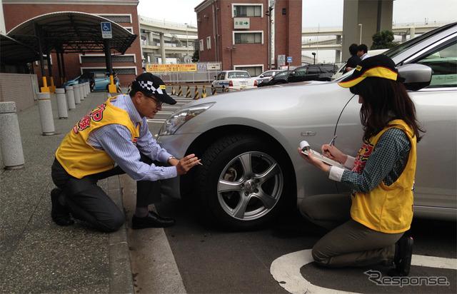 Dunlop tire inspection at Shutoko Daikoku PA