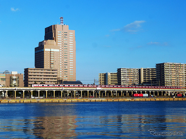 Chiba port services tourist ship from the Keiyo line train, CANDEO hotels Chiba look