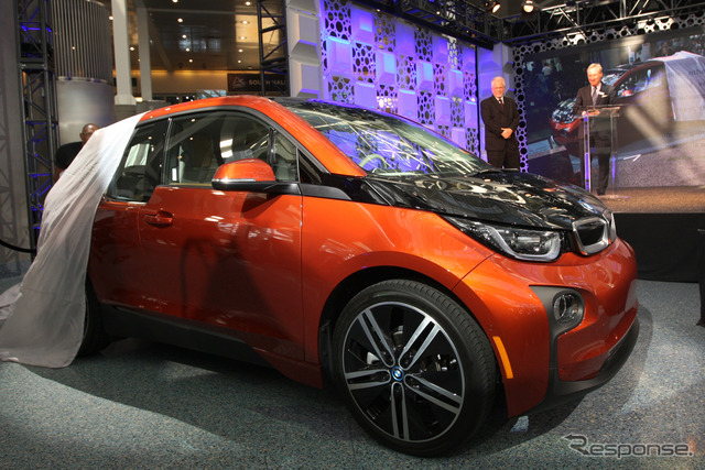 Green, BMW i3 in the laurels (Los Angeles Motor Show 14)