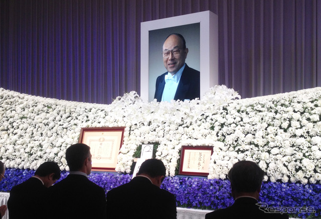 Yutaka Kume served as Chairman and CEO of Nissan Motor Co. farewell meeting was held at a Tokyo hotel 11/25,