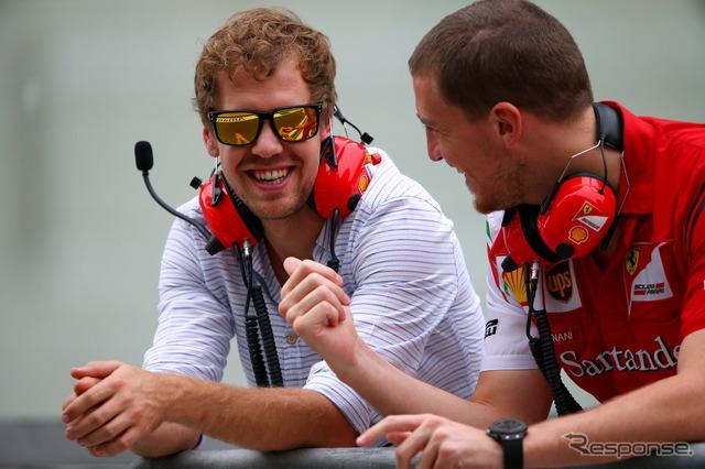 Sebastian Vettel was visit the Ferrari pit in Abu Dhabi test