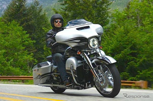 ฮาร์เล่ย์-Davidson FLHXSE CVO ถนนร่อน