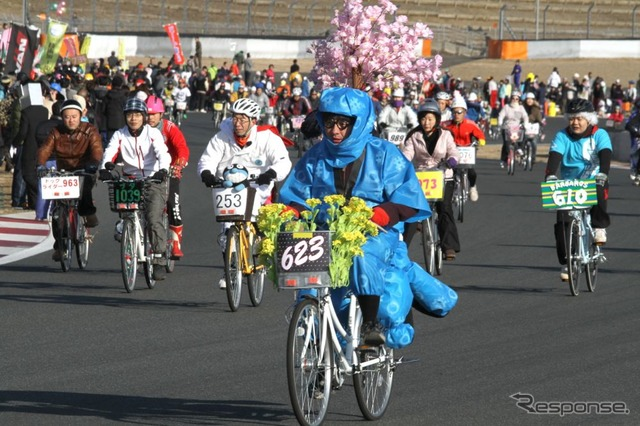 Granny's bike race at Fuji Speedway (reference image)