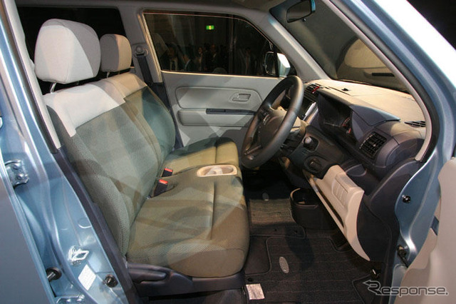 [Honda zest: large, comfortable seat