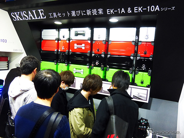 """""""Fascinated by you! """"KTC WORLD""""-Hua and promptly Dunhuang and and beautiful crab-' concept, special color tool cases and exhibited a 90 piece ratchet gear Kyoto tool (at Makuhari Messe, Tokyo Auto Salon by 2015)"""