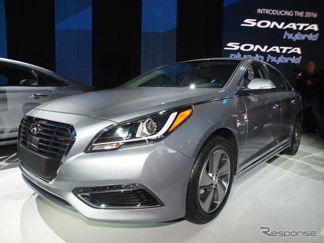 Hyundai Sonata hybrid plug-ins (Detroit Motor Show 15)