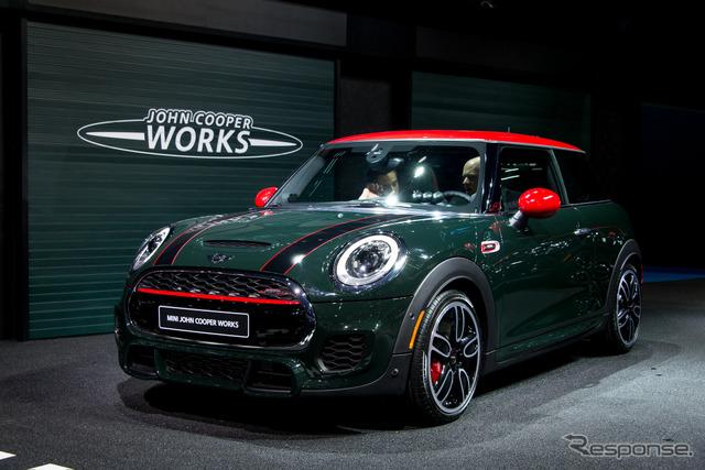 MINI new JCW hatchback (Detroit Motor Show 15)