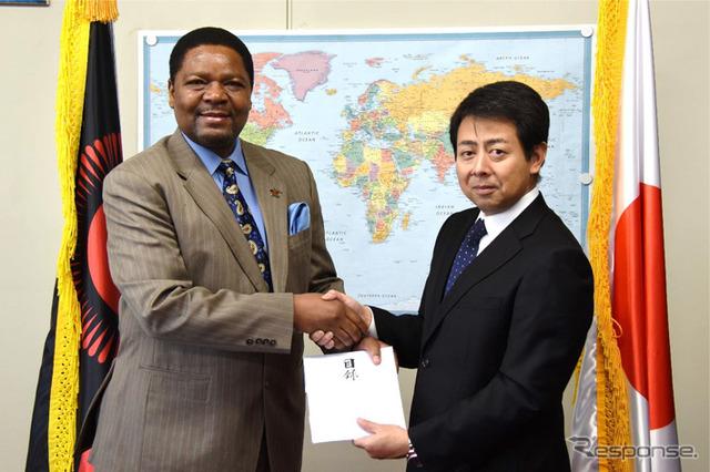 Malawi's ambassador and General Manager Suemori