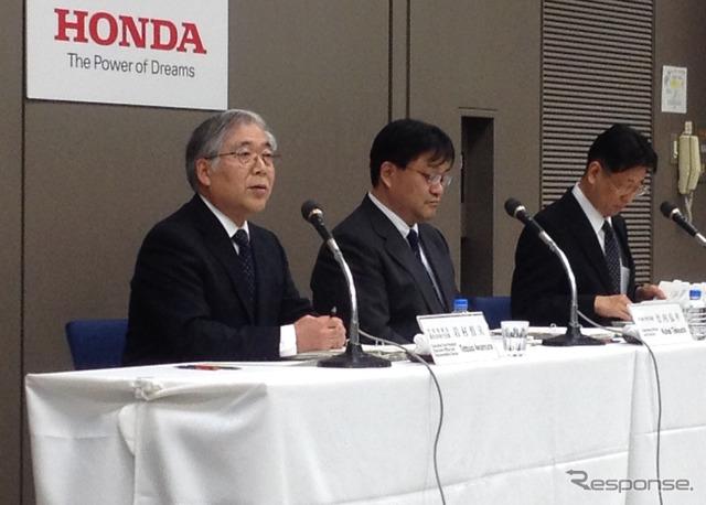 ฮอนด้า Iwamura Tetsuo กรรมการผู้จัดการใหญ่ (ซ้าย)